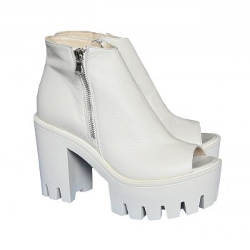 Telly Sandal [White]